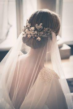Vintage Wedding Bridal Hair - Bowl of Cherries Obsession! Mod Wedding, Wedding Veils, Dream Wedding, Wedding Dresses, Chignon Wedding, Trendy Wedding, Wedding Vintage, Wedding Reception, Summer Wedding
