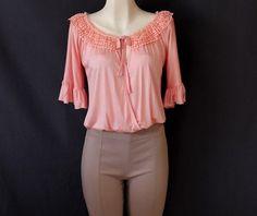 #Blusa #rosa #cruzada con #bordado en #cuello