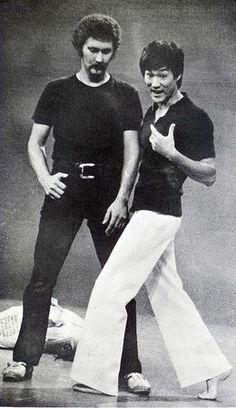 Shows télévisés HK-TVB et Exhibitions JKD - Bruce Lee et sa flûte silencieuse