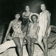 Retro Beach Beauties