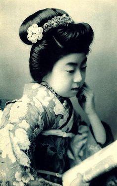 Geisha Eiryu - Meiji era postcard