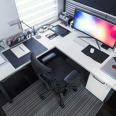 Whats In My Corner? via @markjardine   Follow Us! @designyourworkspace #designyourworkspace   Get a FREE guide on how to Design Your Workspace! Link In Bio . . . . . #peoplescreative #tablesituation #travelessentials #flatlay #design #simplicity #minimal #simplicity #theminimalist #minimalsetups #workspace #workspacestyling #study #office #interiors #interiordesign #homeoffice #workspaceinspo #desk #deskstyling #deskgoals #style #homedesign #designporn #interiorinspo #studio #studiolife…