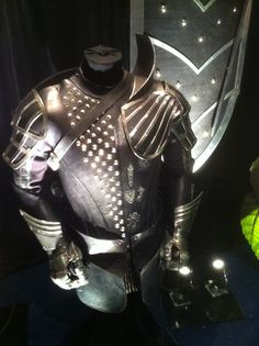 I love this knight armor of the king's elite guards. Jack The Gant Slayer.