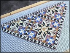 Lace Making, Punch Needle, Rug Hooking, Bead Art, Needlepoint, Bohemian Rug, Diy And Crafts, Cross Stitch, Miniatures