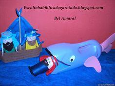 Escolinha Bíblica da Garotada: Jonas e a Baleia: A Baleia foi feita com garrafa de amaciante e o Jonas foi feito com rolinho de papel e eva!!!....
