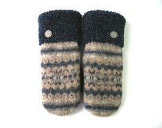 Mitaines pour dames, mitaines d'hiver, matières recyclées, mitaines de laine, mitaines fait main, sweater mitaine, mitaine de laine, laine de la boutique CroqueMitaines sur Etsy Craft Tutorials, Dame, Slippers, Crafting, Socks, Couture, Boutique, Sewing, Etsy