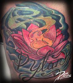 Lotus néotrad par Justin Lanouette chez tatouage Calypso