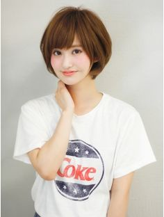 ひし形シルエットで大人かわいいショートボブ♪♪ Haircuts For Medium Length Hair, Short Hair Cuts, Short Hair Styles, Asian Models Female, Medium Cut, Female Shorts, Bob Styles, Mode Hijab, Japan Fashion