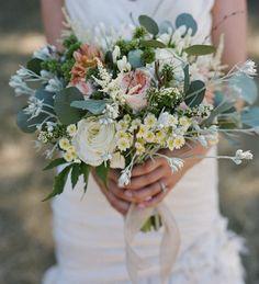 Matrimonio con stile: AD OGNI SPOSA IL SUO BOUQUET...  http://www.matrimonioconstile.com/2011/03/ad-ogni-sposa-il-suo-bouquet.html