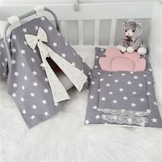 Modastra Büyük Gri Yıldızlı Puset Örtüsü ve Alt Açma Set Little Girl Gifts, Baby Girl Gifts, Baby Knitting, Crochet Baby, Baby Shower Gifts To Make, Baby Kit, Baby Crafts, Baby Decor, Cool Baby Stuff
