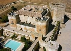 Posada Real Castillo del Buen Amor is a castle, set in the Castillian countryside. Places To Travel, Places To Visit, Secret Escapes, Castle House, Tourist Spots, Spain And Portugal, Fortification, Medieval Castle, Moorish