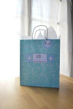 Elenarte.es Kit de supervivencia para hospitales. El regalo perfecto para las recientes mamás. Con imprimible para hacerlo tú misma.