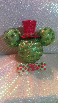 BABY SHOWER~Create your own MICKEY ornaments by using 1 large Styrofoam ball and 2 small balls. Cut 2 small holes in the Styrofoam ball fill them with hot glue and press the top the small balls in. Decorate to your taste. Disney Christmas Decorations, Disney Holidays, Mickey Mouse Christmas, Peanuts Christmas, Disney Ornaments, Christmas Ornaments To Make, Christmas Ideas, Styrofoam Ball Crafts, Mickey Craft