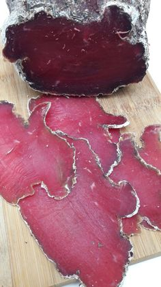 Viande des Grisons - Expolore the best and the special ideas about Smoking meat Raw Food Recipes, Meat Recipes, Sausage Recipes, Tapas, How To Make Sausage, Foie Gras, Vegetable Drinks, Smoking Meat, Healthy Eating Tips