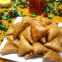 Moroccan cuisine - Moroccan recipe briouats with almonds and honey - Tom Recipes Arabic Sweets, Arabic Food, Cooking Beets In Oven, Cooking Bacon, Morrocan Food, Algerian Recipes, Bread And Butter Pudding, Ramadan Recipes, Healthy Low Carb Recipes