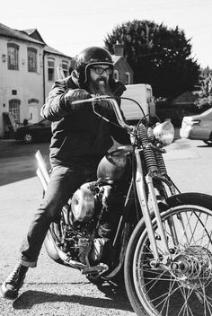 Benny owner of Mutt Motorcycles has made custom choppers for the past eighteen years, catering to variety of people. Motorcycle Wear, Motorcycle Clubs, San Francisco Chronicle, Hells Angels, Custom Choppers, Biker Style, Macau, Wild Ones, Kustom