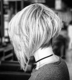 carré court en dégradé plongeant femme blonde