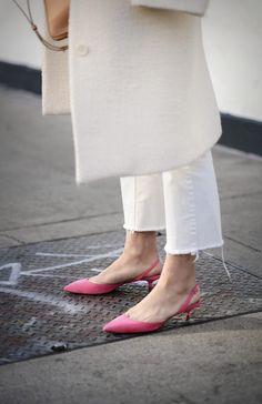 Si lo tuyo no son las alturas, quédate con unos kitten heels.