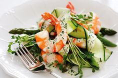 Prawn & Asparagus salad: An Aussie Chrissy wouldn't be the same without seafood and this easy starter will satisfy your cravings without spoiling your appetite. Christmas Entrees, Christmas Lunch, Christmas Recipes, Christmas Ideas, Aussie Christmas, Australian Christmas, Summer Christmas, Christmas Goodies, Christmas Stuff