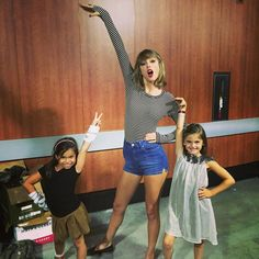 Taylor with Alessandra Ambrosio's daughters before the show in Los Angeles night five! 8.26.15