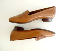 Caramel Colored 80's Vintage Pointy Loafers // by Karakoncolos