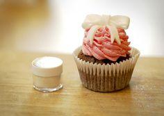 Katiecakes: Bow Cupcake Tutorial