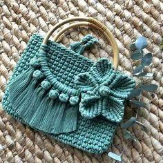 Crochet and macrame handbag, repurposed op shop handles and Crochet Handbags, Crochet Purses, Crochet Bag Tutorials, Crochet Projects, Macrame Patterns, Crochet Patterns, Handbag Tutorial, Macrame Purse, Macrame Knots