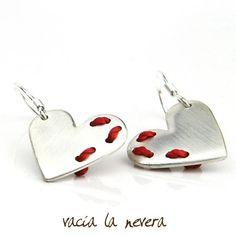 Cósete el Corazón earrings earrings (sew your heart earrings).  via Etsy.