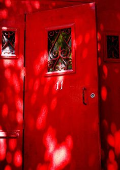 red door~ I love red doors!if they saw a red door, they knew that home was a place of refuge where they could go and find shelter and food for the night. Jesus is our refuge! Colors Of Fire, All The Colors, I See Red, Simply Red, Red Aesthetic, Cherry Red, Shades Of Red, Ruby Red, Little Red