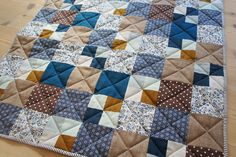 Patchwork-taeppe-i-blaa Sewing Projects, Projects To Try, Baby Quilts, Blanket, Inspiration, Stitches, Home, Patchwork Quilting, Threading