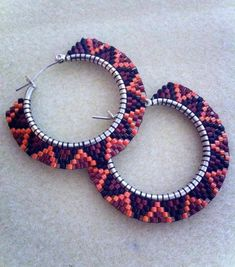Beaded Sideways Hoops by MetisGirlBeads on Etsy. These are awesomesauce! Seed Bead Jewelry, Bead Jewellery, Seed Bead Earrings, Diy Earrings, Seed Beads, Hoop Earrings, Beaded Earrings Patterns, Beading Patterns, Bracelet Patterns