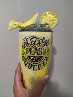 Diy Resin Crafts, Glitter Cups, Tumbler Designs, Kitchen Themes, New Journey, Persephone, Tumbler Cups, Vinyl Projects, Easy Peasy