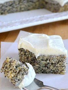 Mákos-banános, vaníliakrémmel töltött bögrés süti recept
