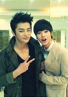 Seo In Guk and BtoB's SungJae look so much a like!