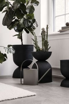 Ferm Living's Hourglass pot elevates your plants to new heights. The pot, as the name suggests, has an unusual hourglass shape. Potted Plants, Indoor Plants, Small Plants, Large Plant Pots, Green Plants, Interior Design Minimalist, Nordic Interior, Modern Interior, Interior Styling