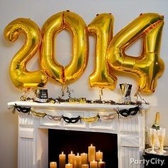 Hellooo, 2014! Welcome the New Year in a big way with jumbo balloons! Great as photo props, too.