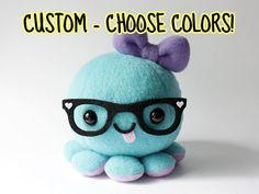 Personalizado pulpo peluche juguete  elegir por cheekandstitch el verde de gafas rectangulares y bigoteeee *0*
