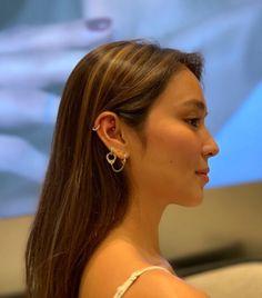 New Ear Piercing, Ear Peircings, Cute Ear Piercings, Filipina Actress, Filipina Beauty, Brown Hair Inspo, Kathryn Bernardo Outfits, Daniel Padilla, Ulzzang Girl
