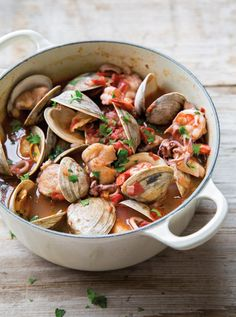 Dutch Oven Recipes - Italian Shellfish Stew - Easy Ideas for Cooking in Dutch Ovens - Soups, Stews, Chicken Dishes, One Pot Meals and Recipe Ideas to Slow Cook for Easy Weeknight Meals Fish Recipes, Seafood Recipes, Soup Recipes, Cooking Recipes, Healthy Recipes, Dutch Oven Recipes, Italian Recipes, Italian Foods, Fish Dishes