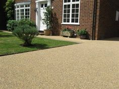 cost of gravel driveway how much does resin bonded gravel cost pea gravel driveway cost uk Cost Of Gravel, Gravel Driveway Cost, Resin Driveway, Gravel Walkway, Driveway Paving, Driveway Design, Driveway Ideas, Pea Gravel, Resin Bonded Gravel