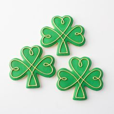 Image result for shamrock cookies Cookie Icing, Royal Icing Cookies, Cupcake Cookies, Cupcakes, St Patrick's Day Cookies, Cut Out Cookies, Holiday Cookies, Cookie Designs, Cookie Ideas