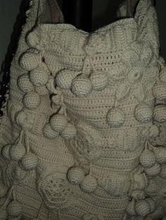 Linda bolsa de crochê com flores, forrada, alça de correntes....