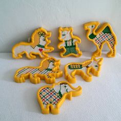 Vintage Handmade Cookie Cutter Cross Stitch Ornaments by StudioSeaGlass on Etsy https://www.etsy.com/uk/listing/256306855/vintage-handmade-cookie-cutter-cross