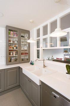 Glass Kitchen, Kitchen Decor, Kitchen Design, Kitchen Sliding Doors, Semi Open Kitchen, Home Design, Interior Design, Ikea Interior, Cottage Interiors