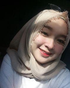 Hijab Gelis from Manado - Fairy Hijaber Casual Hijab Outfit, Ootd Hijab, Hijab Chic, Hijabi Girl, Girl Hijab, Hijab Collection, Hijab Tutorial, Beautiful Hijab, Muslim Women