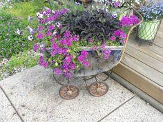 poussette transformée en pot de plante