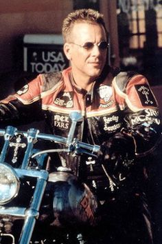 Harley Davidson and Marlboro man, classic film  This is how a bike should look!!!
