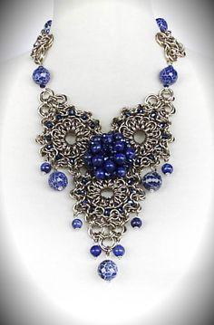 Collar en chainmail de alpaca, lapislázuli, ágatas azules y cristales