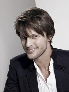 Nice How Men can Style Medium Length Hairs Perfectly