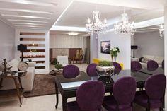 O conceito sobre a sala de jantar modificou-se com o passar do tempo. O espaço convencional era projetado exclusivamente para sala de jantar ou almoço, sendo ocupado por uma grande mesa e móveis qu…